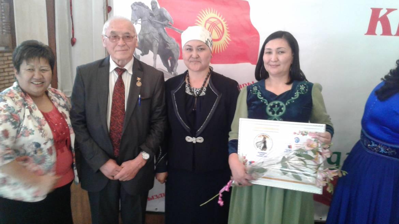 Награждение директора Шамшиевой Махабат Салимбековны